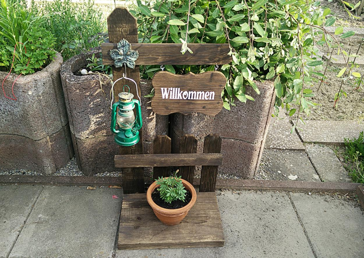 Artikelbild Laternenhalter mit Willkommensschild aus Palettenholz