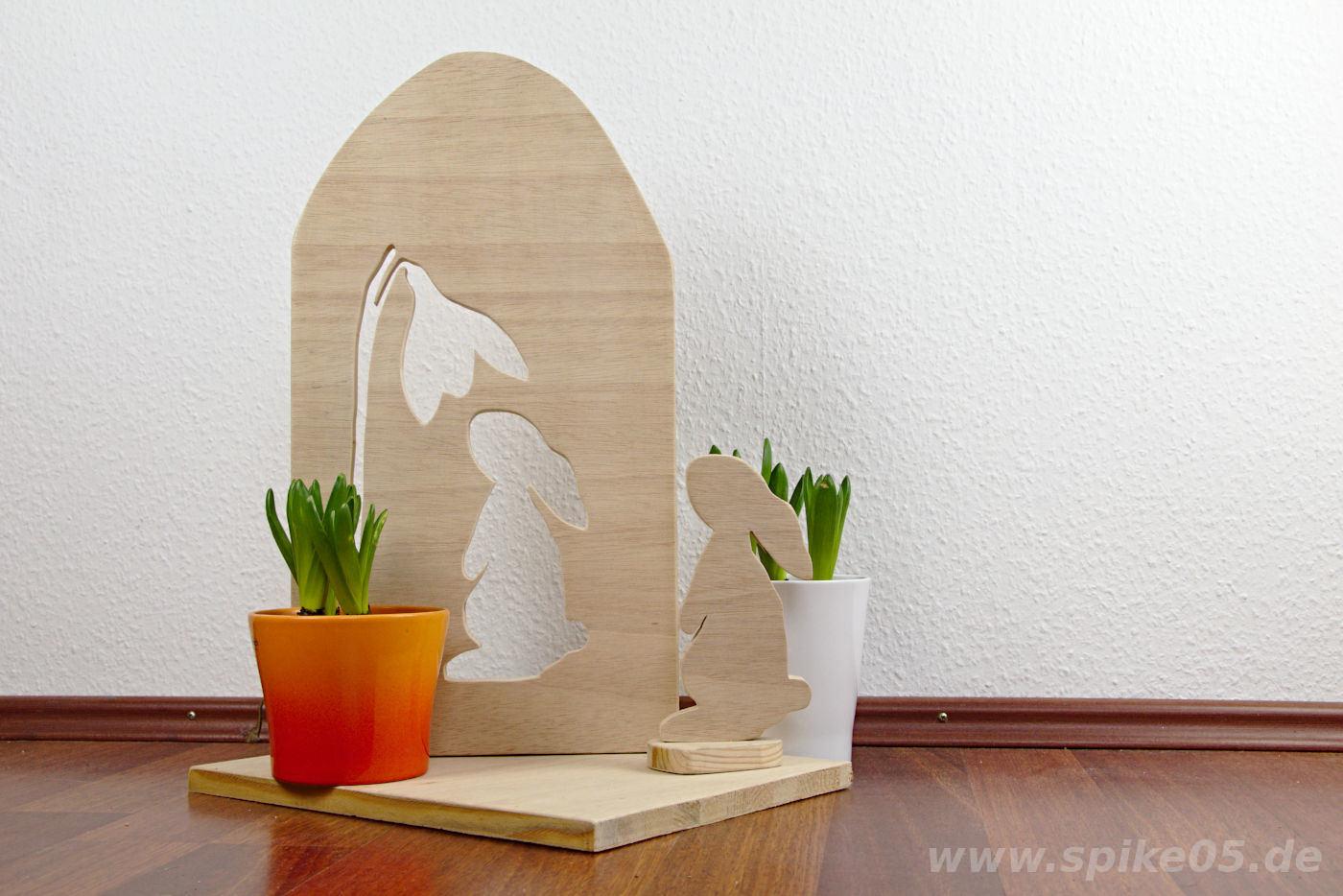 Osterdeko Aufsteller Hase mit Schneegloeckchen