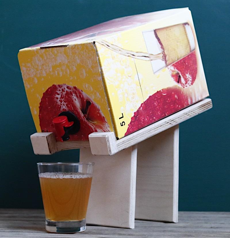 DIY Bag in Box Ständer aus Restholz