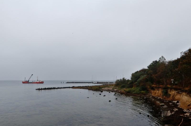 Kliff am Westufer Insel Poeal